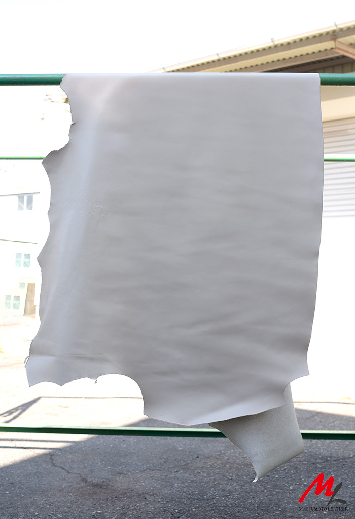 半裁 牛本革 本牛革 革材料 革 皮 皮革 日本製 ホワイト1