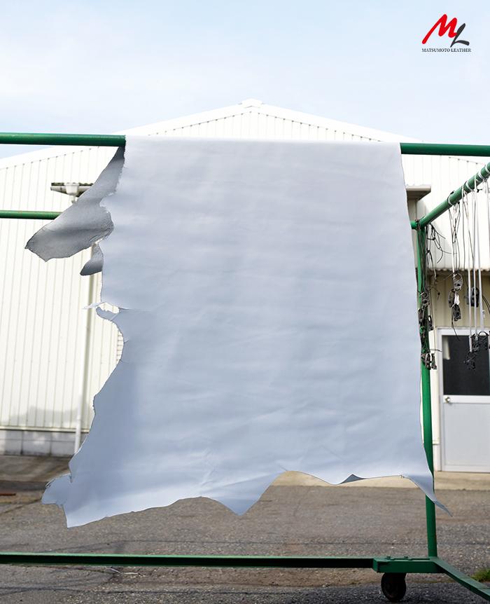 半裁 牛本革 本牛革 革材料 革 皮 皮革 日本製 ホワイト2